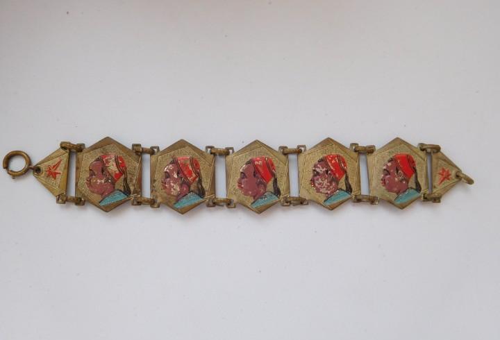 Pulsera africana de los años 40. medida: 17 cm.24