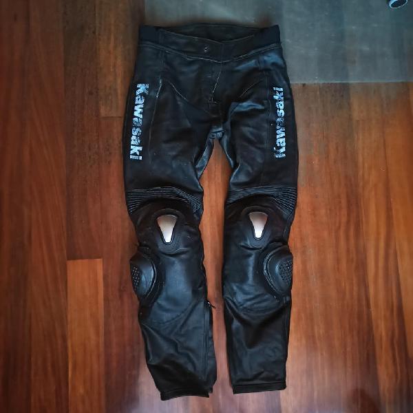 Pantalón de cuero de moto con deslizaderas