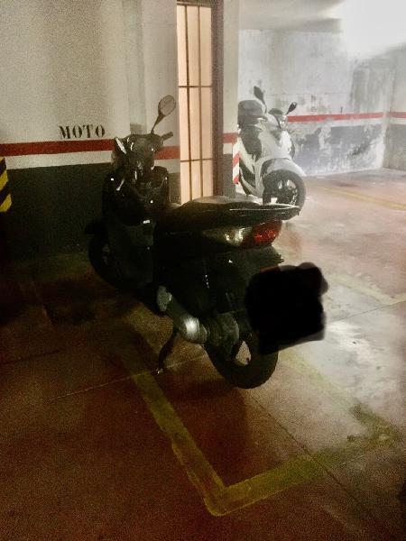 Plaza parquing moto grande