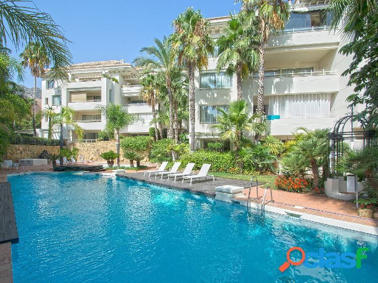 Apartamento de lujo en venta en nagüeles, marbella, málaga