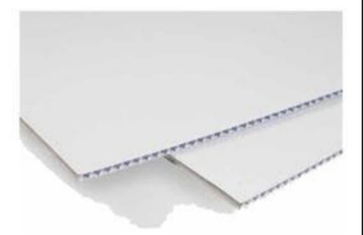 4 m2 de cartón plástico blanco