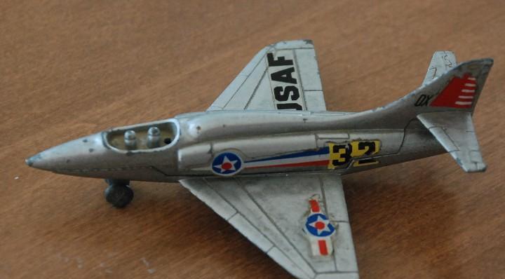 Avión metalico miniatura.Skyhawk.Mira ref. 359