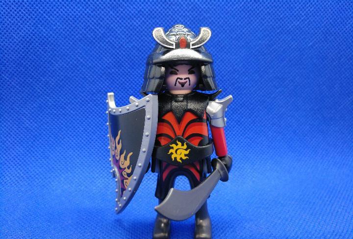 Playmobil guerrero samurai con escudo