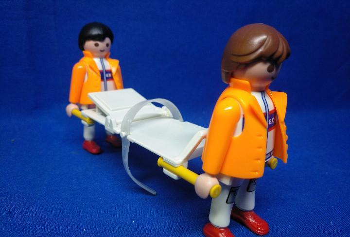 Playmobil enfermeros con camilla, camilleros