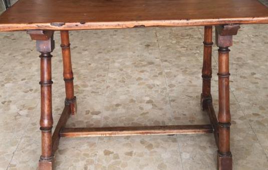 Antigua s.17 mesa española madera
