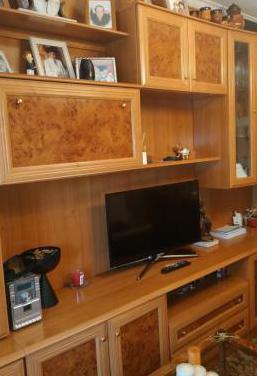 Mueble de salón, mesa y sillas
