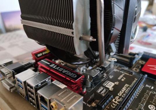 Placa base socket 1150 con disipador gaming