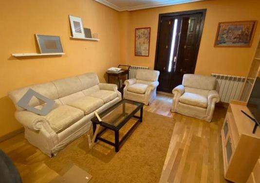 Sofa, 2 sillones, mesa baja y mesa bar