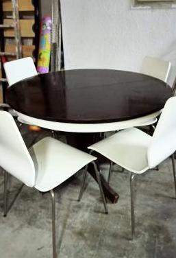 Conjunto de mesa y 4 sillas de comedor