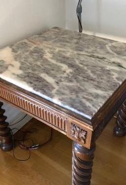 Mesa auxiliar. mármol y madera maciza