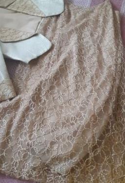 Vestido de fiesta pegado marcando cintu