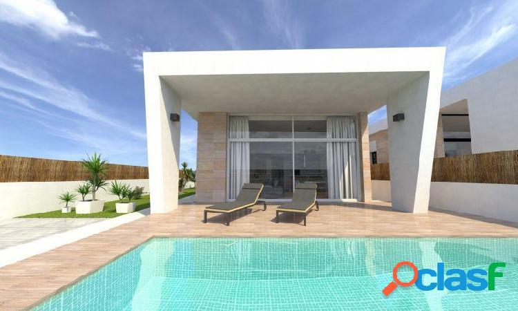 Villa independiente 3 dormitorios, 2 baños, solárium, piscina privada, parking en torrevieja