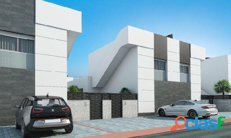 Villa con 3 dormitorios, 2 baños, 1aseo, jardín, piscina privada en Ciudad Quesada 1