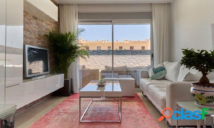 Villa con 3 dormitorios, 2 baños, 1aseo, jardín, piscina privada en Ciudad Quesada 2