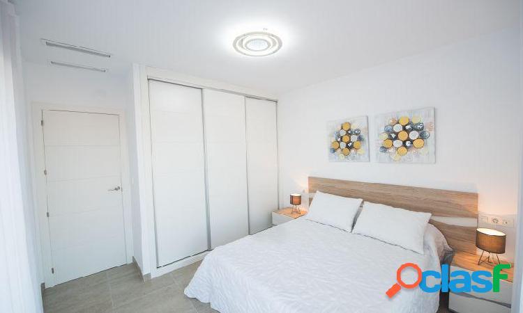 Villa con 3 dormitorios, 2 baños, 1 aseo, piscina privada y solárium en Montesinos 1