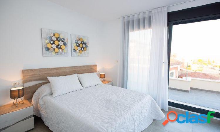 Villa con 3 dormitorios, 2 baños, 1 aseo, piscina privada y solárium en Montesinos 2