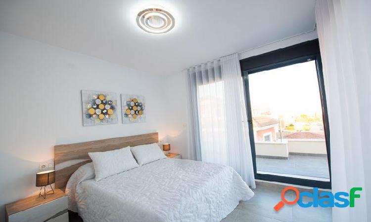 Villa con 3 dormitorios, 2 baños, 1 aseo, piscina privada y solárium en Montesinos 3