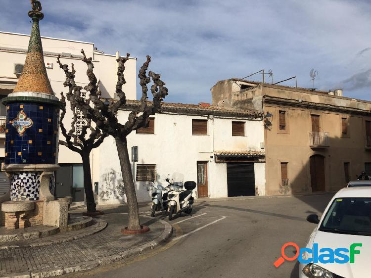 Casa en núcleo urbano de sant pere de ribes, idealmente ubicado muy cerca del ayuntamiento.
