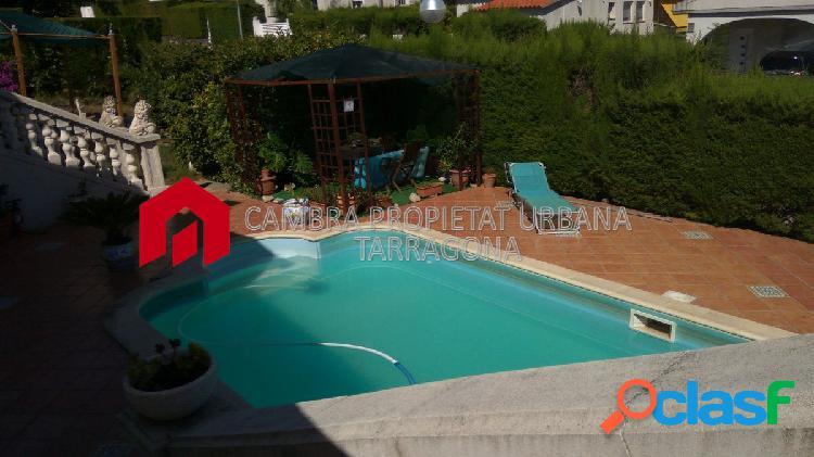 Chalet con jardín y piscina propia en Urb Residencial Cinco Estrellas 1