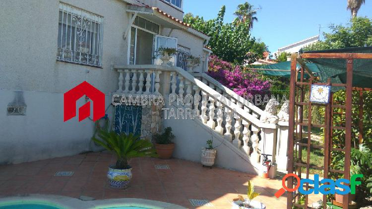 Chalet con jardín y piscina propia en Urb Residencial Cinco Estrellas 3