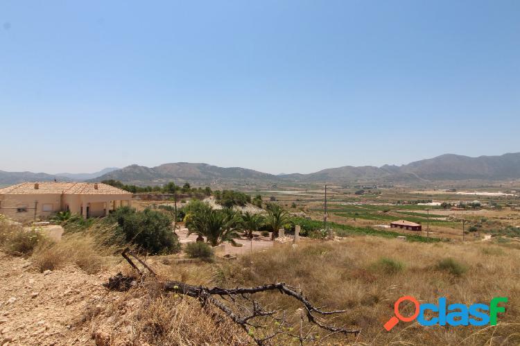 Terreno de mas de 10000 metros en una zona privilegiada con vistas