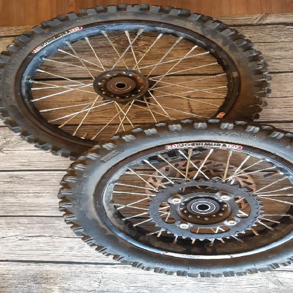 Llanta con neumático pitbike