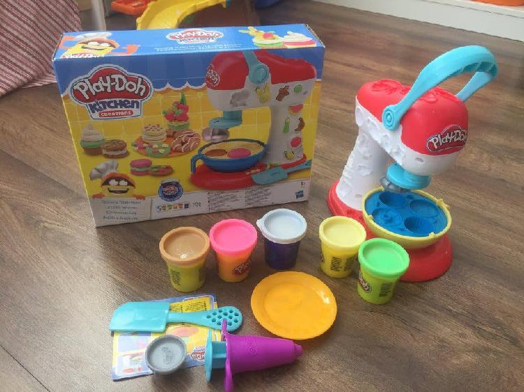 Play doh kitchen con 5 botes de plastilina