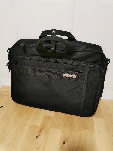 Mochila maletin para portátil.