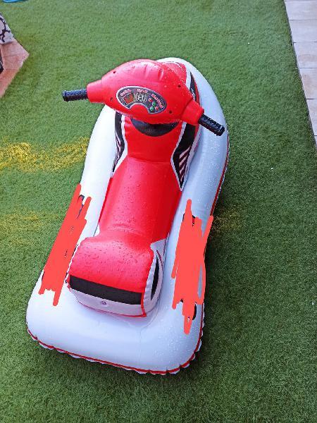 Se vende moto de agua hinchable a pilas