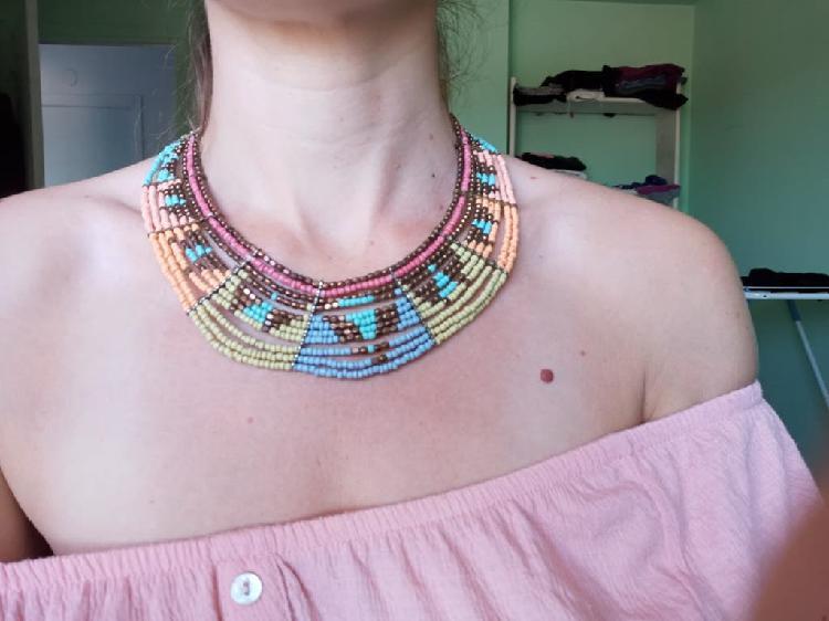 Variedad de collares y colgantes