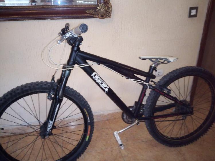 Bicicleta gt (negociable)