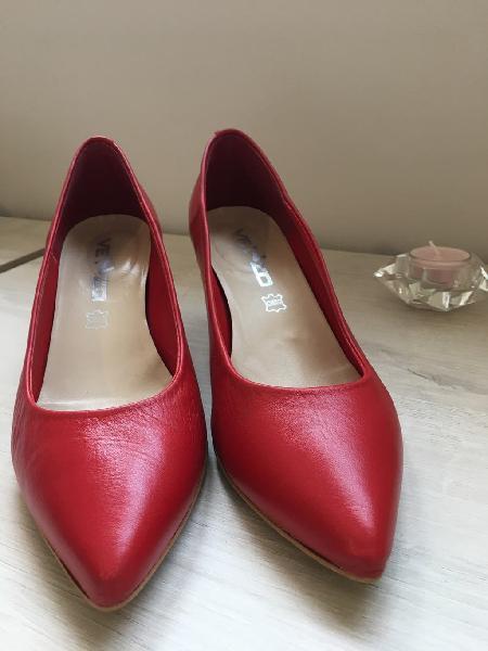Zapatos tacón bajo rojos