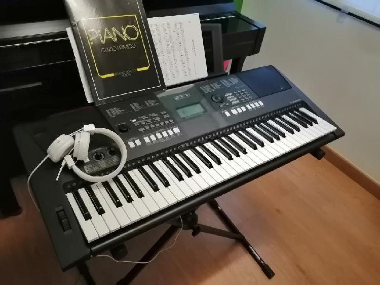 Piano yamaha psr e423
