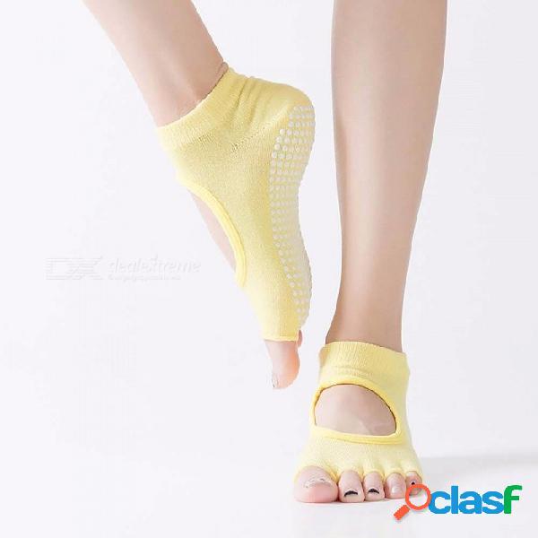 Calcetines de yoga antideslizantes para los fabricantes dig agujero de algodón calcetines para mujer de cinco dedos calcetines de punta abierta acolchado de cuero de silicona negro