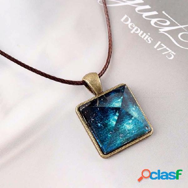 Encanto de cristal resplandor en el collar oscuro, pirámide colgante espacio estrella triángulo geométrico luminoso collar para mujer azul claro