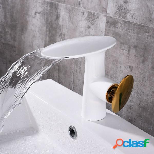 Moderno hotel de lujo serie faucet latón cascada cerámica válvula de un orificio del lavabo del baño grifo w / sola manija