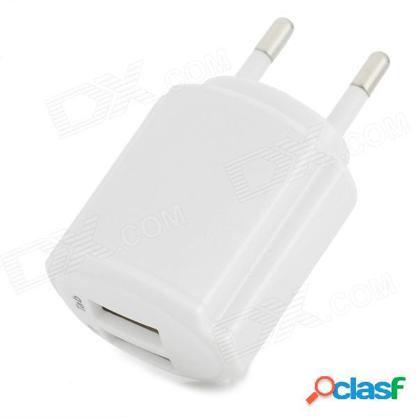 Conveniente universal doble salida usb adaptador de enchufe de la ue para iphone / ipad / ipod + más - blanco