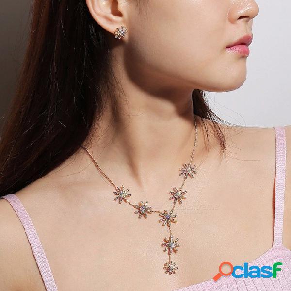 Simple aleación de flores clavícula collar pendientes de perno conjunto para las mujeres, diamantes de imitación joyería decorada conjunto plata
