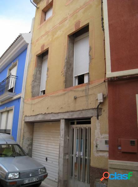 Inmobiliaria san jose vende casa para finalizar obra en el centro de aspe