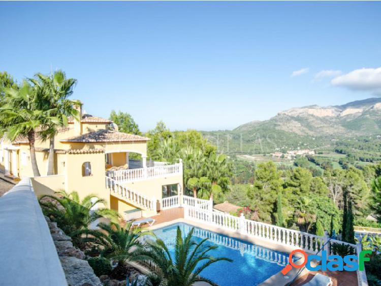 Villa con vistas panorámicas en venta en la sella golf, denia