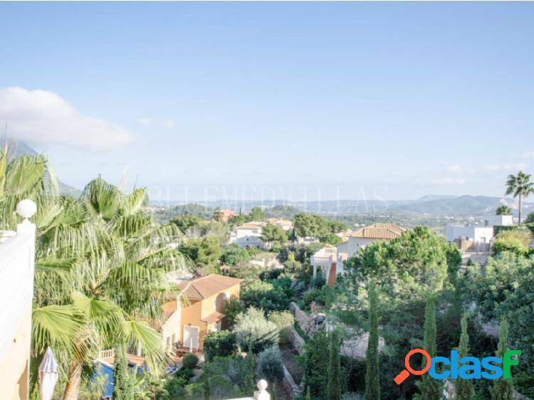 Villa con vistas panorámicas en venta en La Sella golf, Denia 2