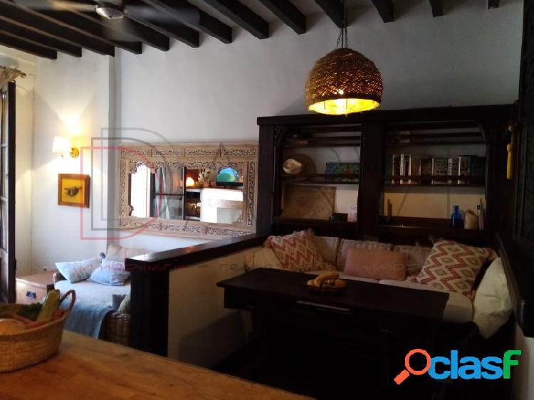 Piso encantador de dos habitaciones en una tranquila plaza del casco antiguo de palma