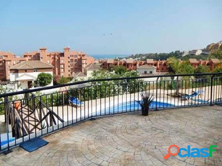 Rebajado!! ¡¡¡reposesión bancaria !! jardines de la duquesa tiene una fantástica terraza privada cubierta con vistas al mar. ofreciendo una amplia sala de estar, cocina totalmente equipada, d