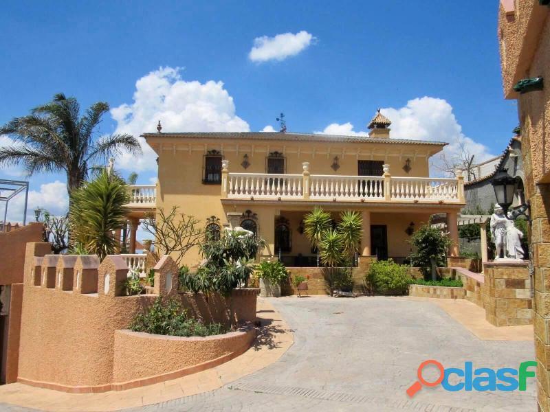 Se vende villa y finca en Malaga