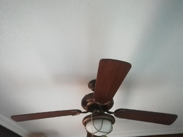 Ventilador techo con luz.