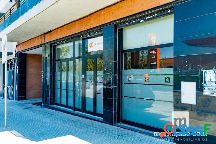 Local de 93 m2 en avenida barcelona de molins de rei
