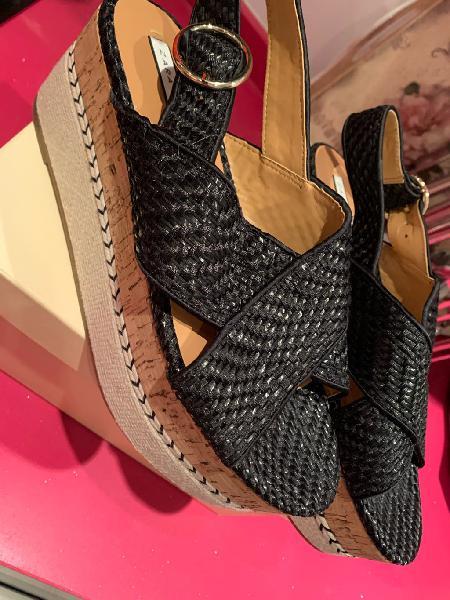 Zapatos/sandalias con plataforma negra de zara