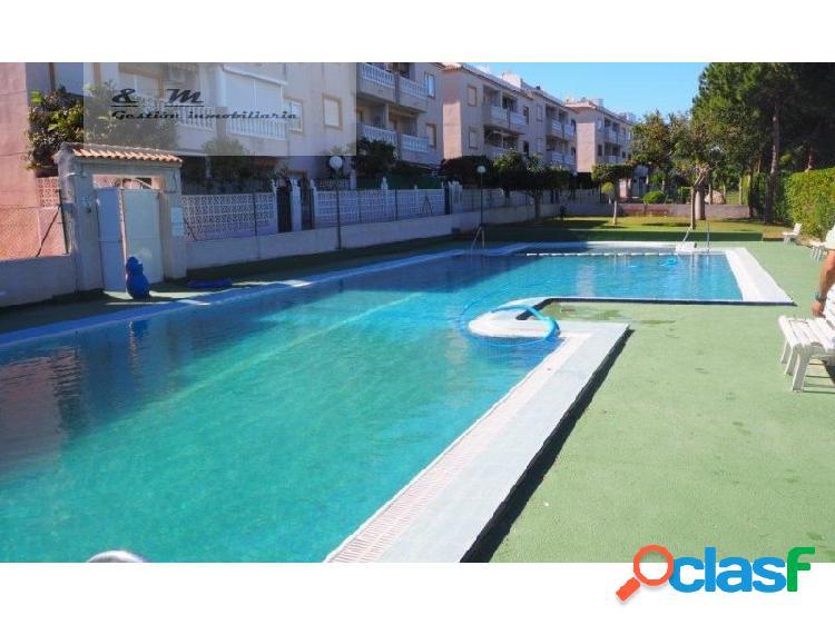 Apartamento planta baja en residencial con piscina y pista de tenis en la mata