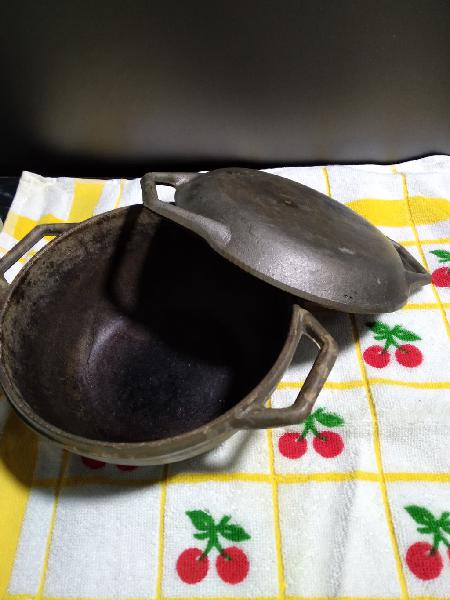 Antiguo horno holandés/olla holandesa