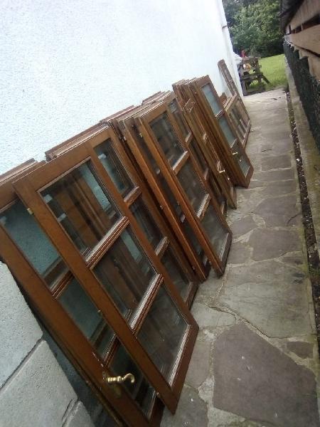 Puertas dobles de madera de roble